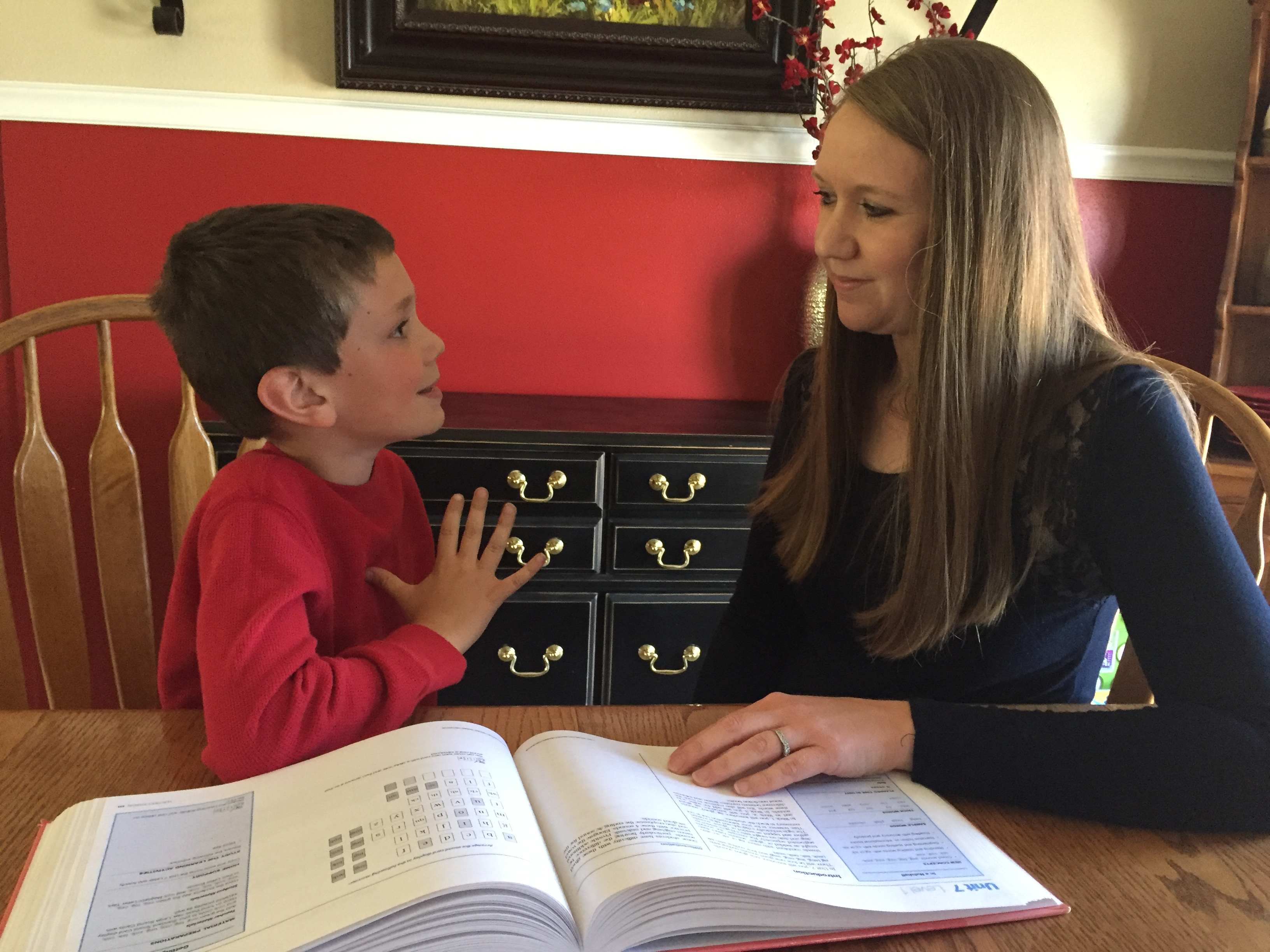 The Advantages of Signing in the Classroom and Homeschool